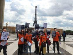 Dutzende Demonstranten versammelten sich heute in zahlreichen Städten weltweit, um freien und offenen Zugang zu West-Papua zu fordern (Frankreich).