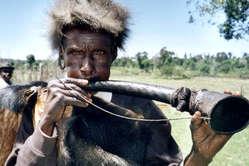 Mann vom Stamm der Ogiek, Kenia.