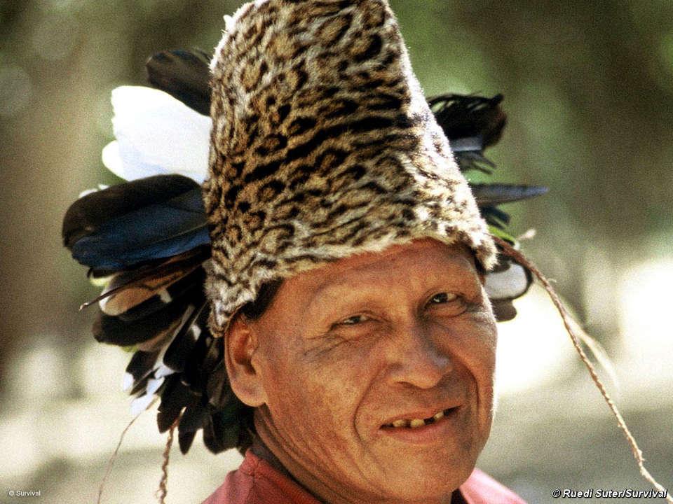 Ayoreo-totobiegosode en el campamento de NTM ocho años después de ser traido del bosque. © Ruedi Suter/Survival