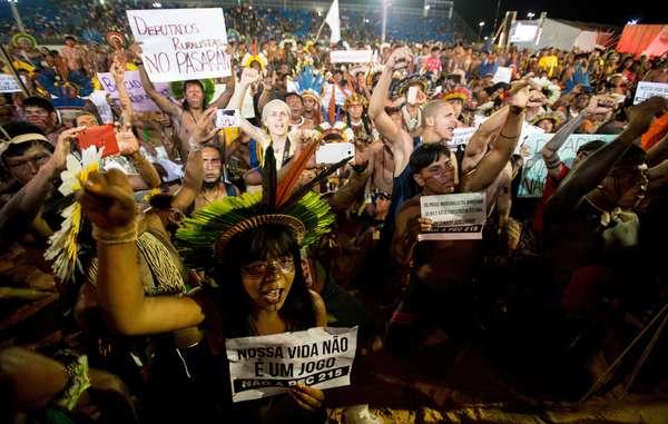 Gli Indiani brasiliani hanno protestato durante la prima edizione dei Giochi Mondiali dei Popoli Indigeni.