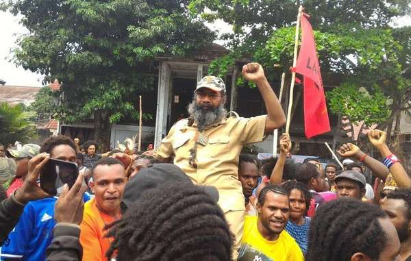 Jubilant crowds celebrate the release of prominent Papuan political prisoner Filep Karma.