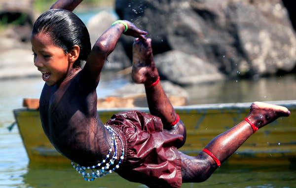 """""""Muravi Asurini, Brazil, 2010,Alice Kohler© Mathias Spaliviero/ Survival"""""""