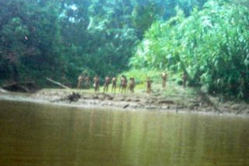 Indígenas aislados mashco piro, fotografiados en 2005.