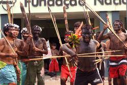 De gezondheidssituatie van de Yanomami- en Yekuana-Indianen verslechtert als gevolg van de duizenden goudzoekers die illegaal werkzaam zijn op hun grondgebied.
