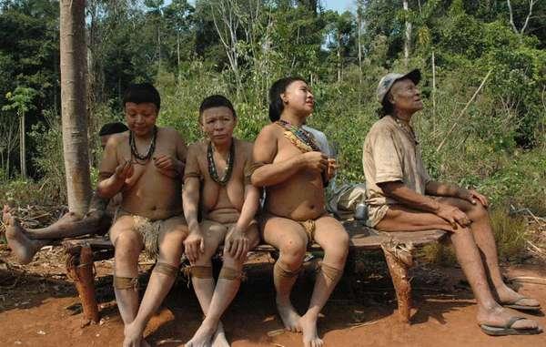 Die letzten fünf Überlebenden der Akuntsu. Wenn sie sterben, gibt es ihr Volk nicht mehr.