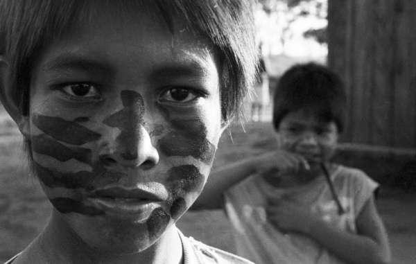 Indígenas guaraníes. Tonico Benites está luchando por el derecho de los guaraníes a vivir en su tierra.