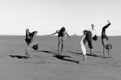 Desert-acrobats_460_landscape