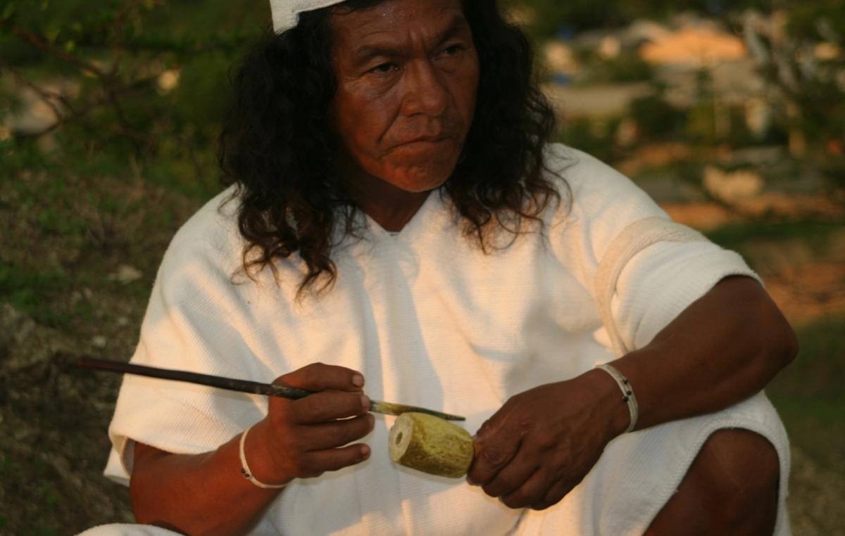 Le 'poporo' est un symbole de virilité et une marque de civilisation parmi les Indiens