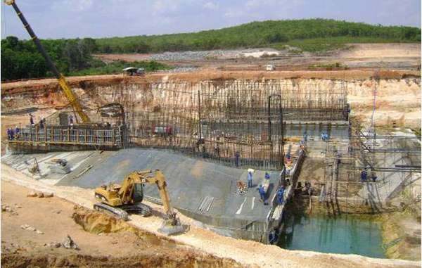 Another dam is built in the Amazon rainforest.