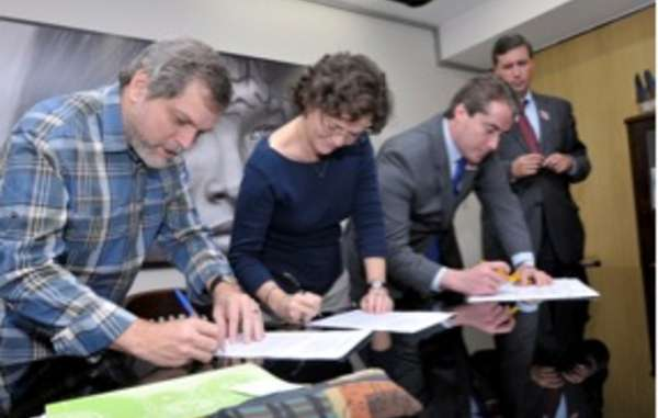Ethanonolbedrijf Raizen tekent historische overeenkomst met FUNAI. Het bedrijf belooft dat het na 25 november geen suikerriet meer verbouwt op land van de Guarani