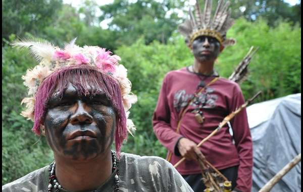 """Guarani Indians have traveled to Brasília to warn of the violence they are forced to endure. """