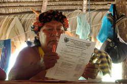 """""""Ich fordere alle Regierungen dazu auf, die  ILO 169 zu unterzeichnen und unsere  Rechte anzuerkennen."""" Davi Kopenawa,  Yanomami Schamane."""