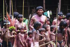Davi Yanomami em uma comunidade, Brasil.