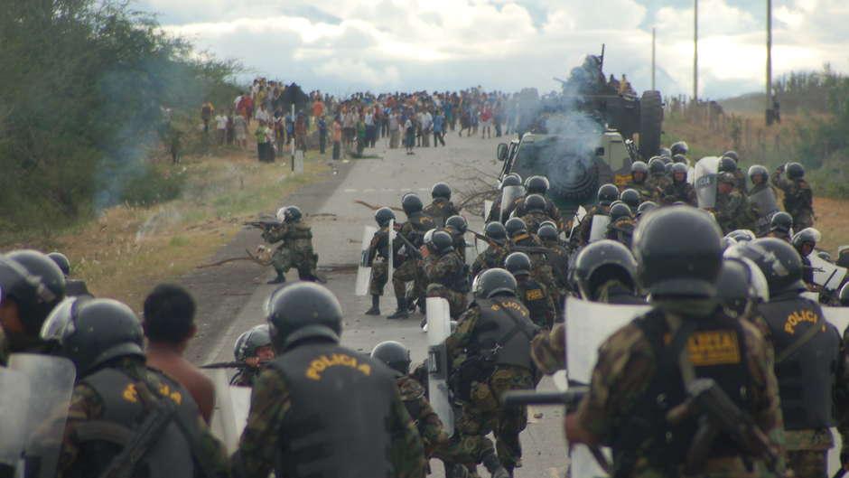 52 Demonstranten nach einem der blutigsten Ereignisse in der jüngeren Geschichte Perus freigesprochen.