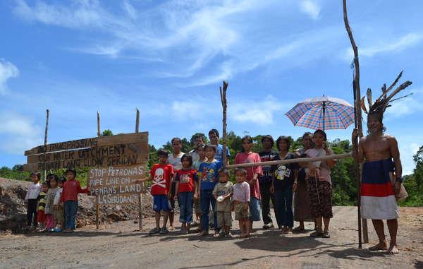Les Penan de Long Seridan manifestent contre la construction d'un gazoduc qui traverse leur territoire ancestral.