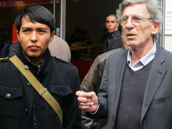 """Young Hopi man Bo Lomahquahu with Director of Survival International France Jean-Patrick Razon."""