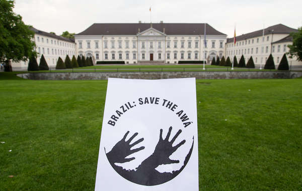 Survival International fordert von Bundespräsident Gauck, sich bei seiner Brasilienreise für die Rechte indigener Völker wie die Awá einzusetzen.