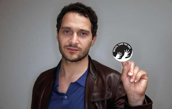 Anche l'attore Claudio Santamaria sostiene la campagna di Survival per salvare gli Awá, la tribù più minacciata del mondo.