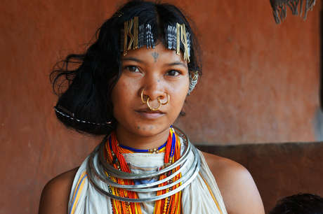 The Dongria have distinctive jewellery, tattoos and hairstyles. Women wear many rings through their ears and three through their noses, while boys wear two nose rings. Dongria girls wear clips in their hair and rings and beads around their necks.