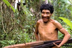 Karapiru, un Awá qui a survécu au massacre de sa famille.