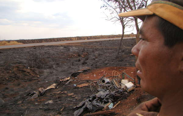A fire has devastated the Guarani's roadside camp in the Brazilian state of Mato Grosso do Sul.