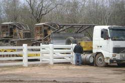 """""""Bulldozer planieren illegal die Heimat der Ayoreo-Totobiegosode. © GAT/Survival"""""""