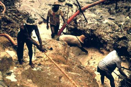Yanomami-gold-mining_460_landscape