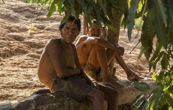 """""""Auré and Aurá, die letzten Überlebenden ihres Volkes, von dem vermutet wird, das es mit Gewalt ausgelöscht wurde. Auré ist seitdem gestorben, so dass Aurá der letzte ist, der die Sprache seines Volkes spricht."""""""