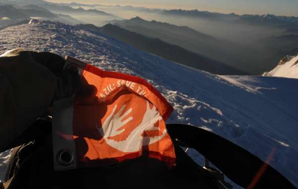 Daily Awáicon: The campaign's logo made a special appearance on Mont Blanc, Western Europe's highest peak.