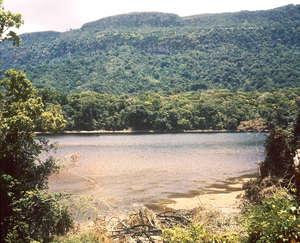 Vista de la presa del                       Alto Mazaruni. A excepción de las zonas más altas,                       lo demás quedará inundado.
