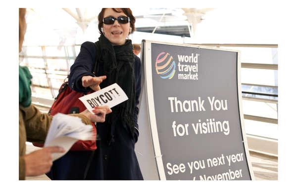 """""""Aktivisten riefen heute vor dem World Travel Market in London zum Boykott von Reisen nach Botswana auf."""""""