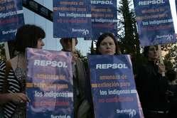 Demonstranten versammelten sich heute vor dem Sitz des Ölgiganten Repsol-YPF.