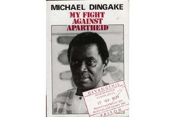 """1987 veröffentlichte Dingake seine Autobiografie """"Mein Kampf gegen Apartheid""""."""
