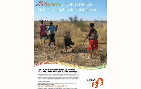 Survival richtet sich mit einer neuen Anzeige an Touristen, um diese zu bitten, Reisen nach Botswana wegen der Misshandlung der Buschleute zu boykottieren.
