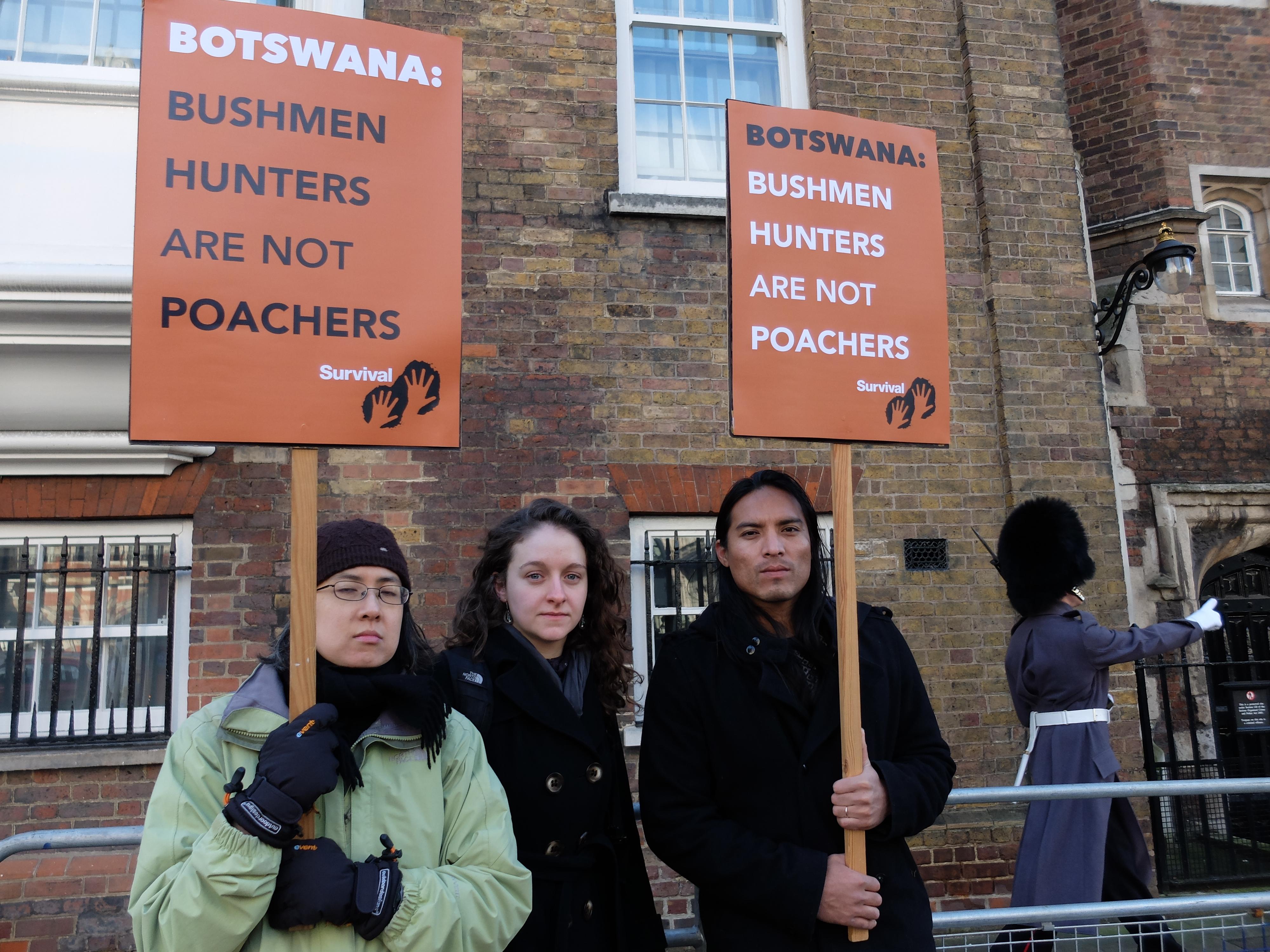 Les bushmen ne sont pas des braconniers des manifestants for Chambre de commerce francaise londres