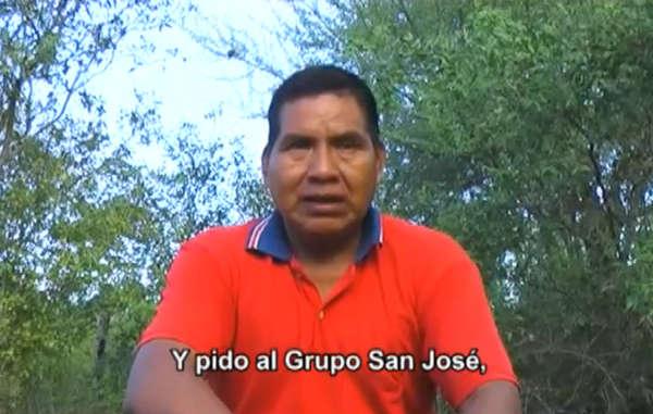 """""""In einer dringenden Video-Botschaft fordert Ayoreo-Anführer Porai Picanerai, dass der spanische Bau-Konzern Grupo San José das angestammte Land der Ayoreo zurückgibt."""""""