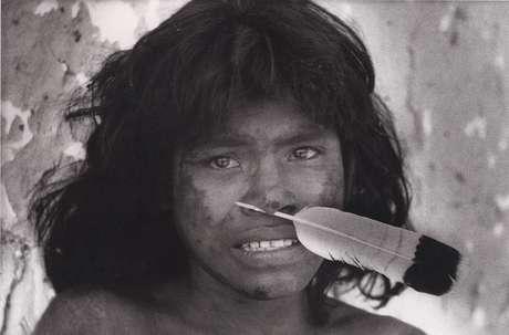Un giovane uomo Nambikwara fotografato dal famoso antropologo Claude Levi-Strauss nel 1938.