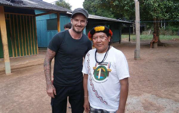 """""""David Beckham und Davi Kopenawa sprachen über die Probleme der Yanomami, insbesondere den illegalen Goldabbau auf ihrem Land."""""""