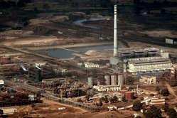 Vedanta Raffinerie in Lanjigarh, Ausblick von den Niyamgiri-Bergen