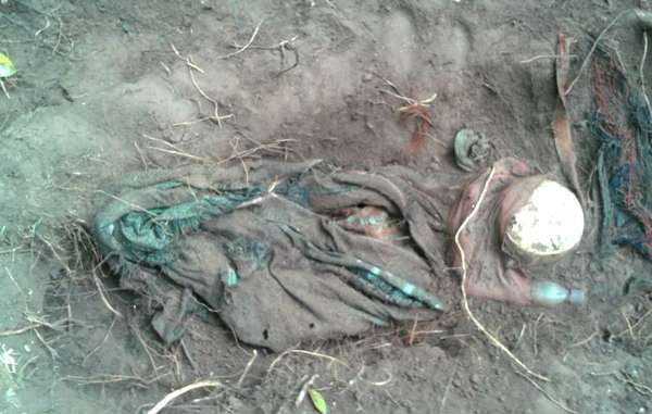 Bones and Asháninka Indian robes have been uncovered in several mass graves in Peru.