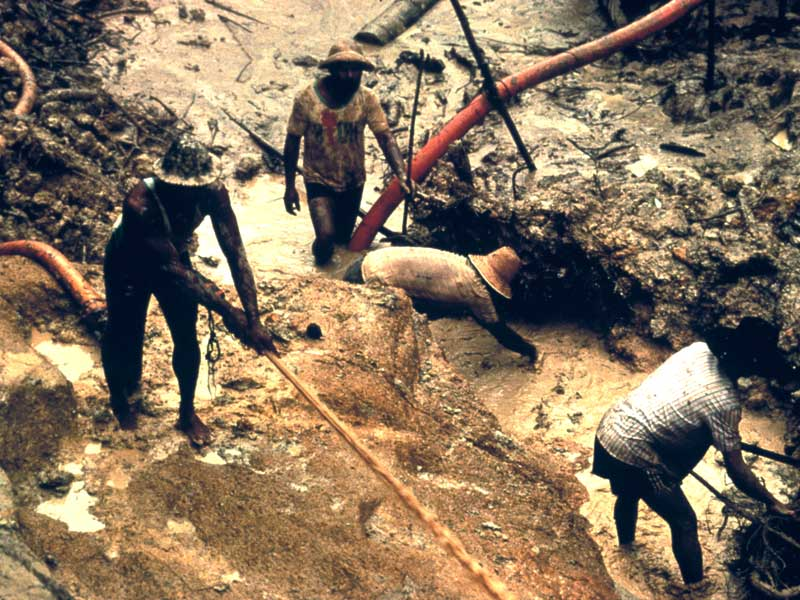 http://assets.survivalinternational.org/static/lib/img/gallery/User_Galleries/news/800x600/yanomami_gold_mining.jpg