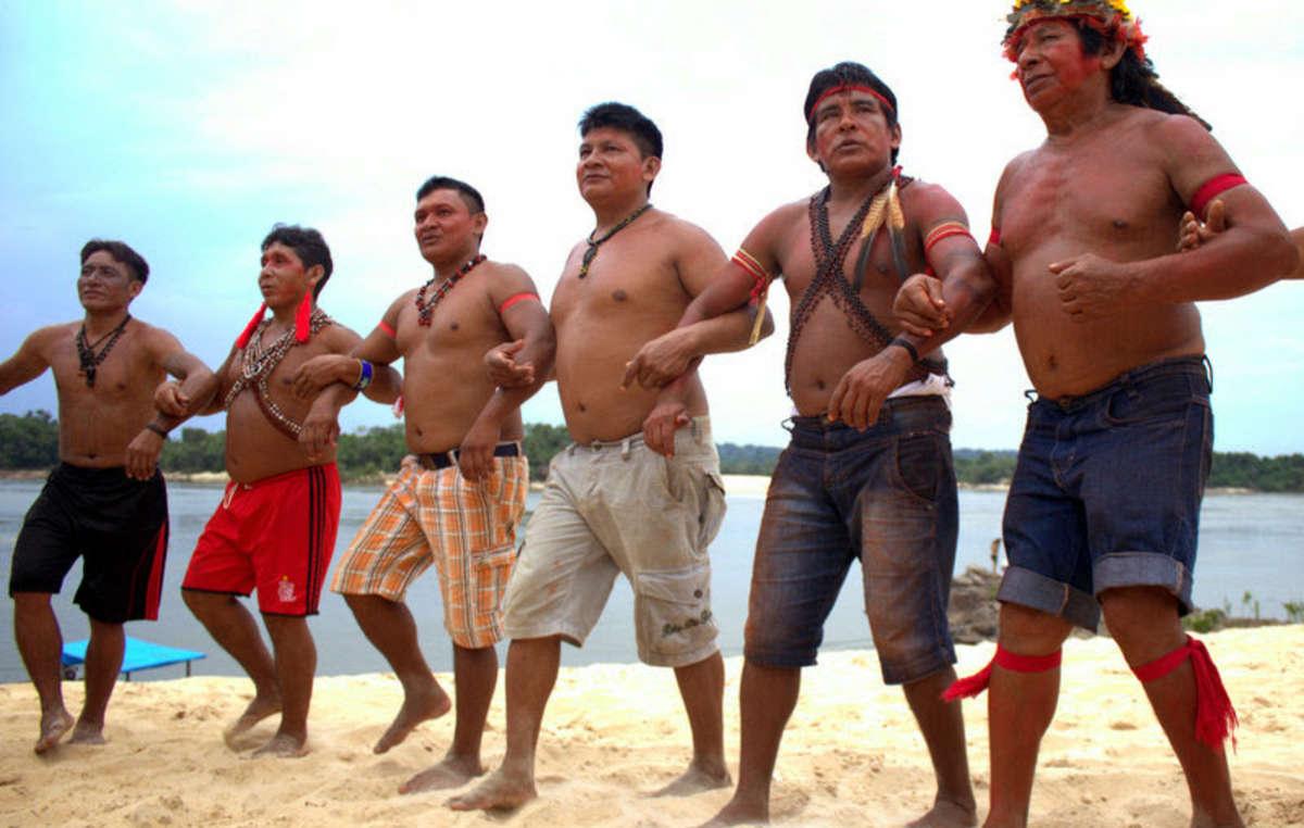 I Munduruku hanno protestato con forza contro una serie di dighe in progetto sul fiume Tapajós.