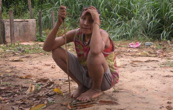 Die unkontaktierte Awá Irahoa und zwei ihrer Verwandten nahmen mit einer sesshaften Gemeinde Kontakt auf. Holzfäller dringen in ihren Wald ein und haben in der Vergangenheit auch Awá angegriffen.