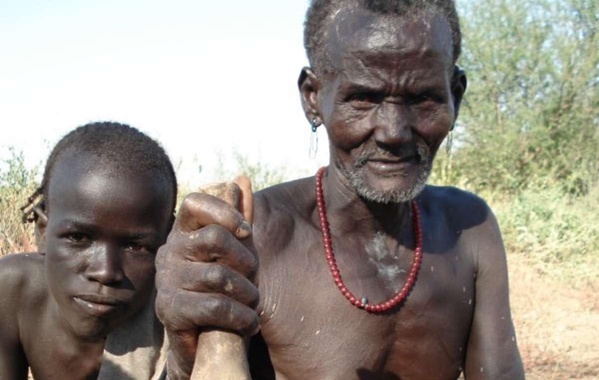 Les Kwegu de la vallée inférieure de lOmo meurent de faim suite à la destruction de leur forêt et à lassèchement de leur rivière.