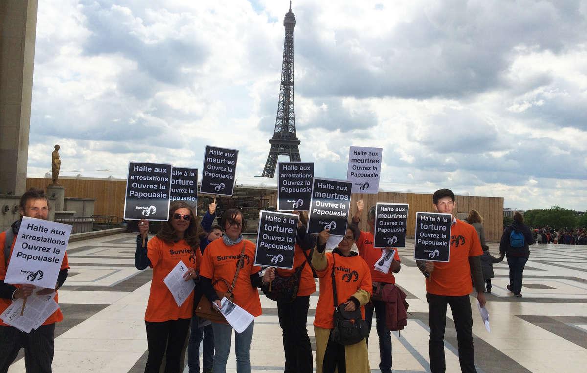 Protestas en París piden el fin del aislamiento de Papúa Occidental.