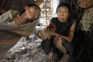Jakarewyj und Amakaria erkrankten nach dem ersten Kontakt schwer und überlebten nur knapp.