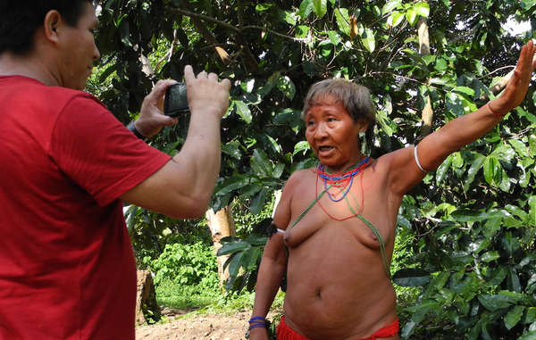 Well be able to communicate with people who live far away. Mariazinha Yanomami, recording the first-ever message for Tribal Voice.