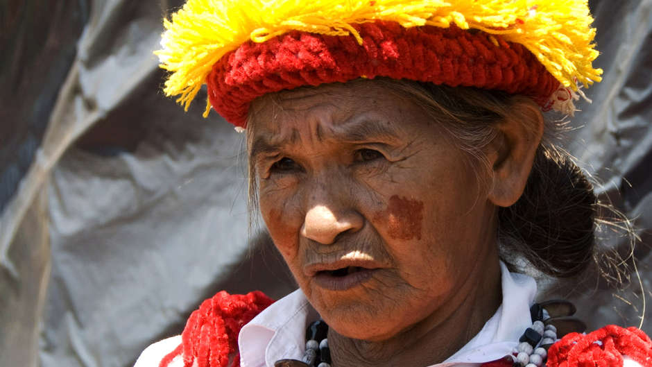 O fazendeiro cortou o acesso dos índios a alimentos e água