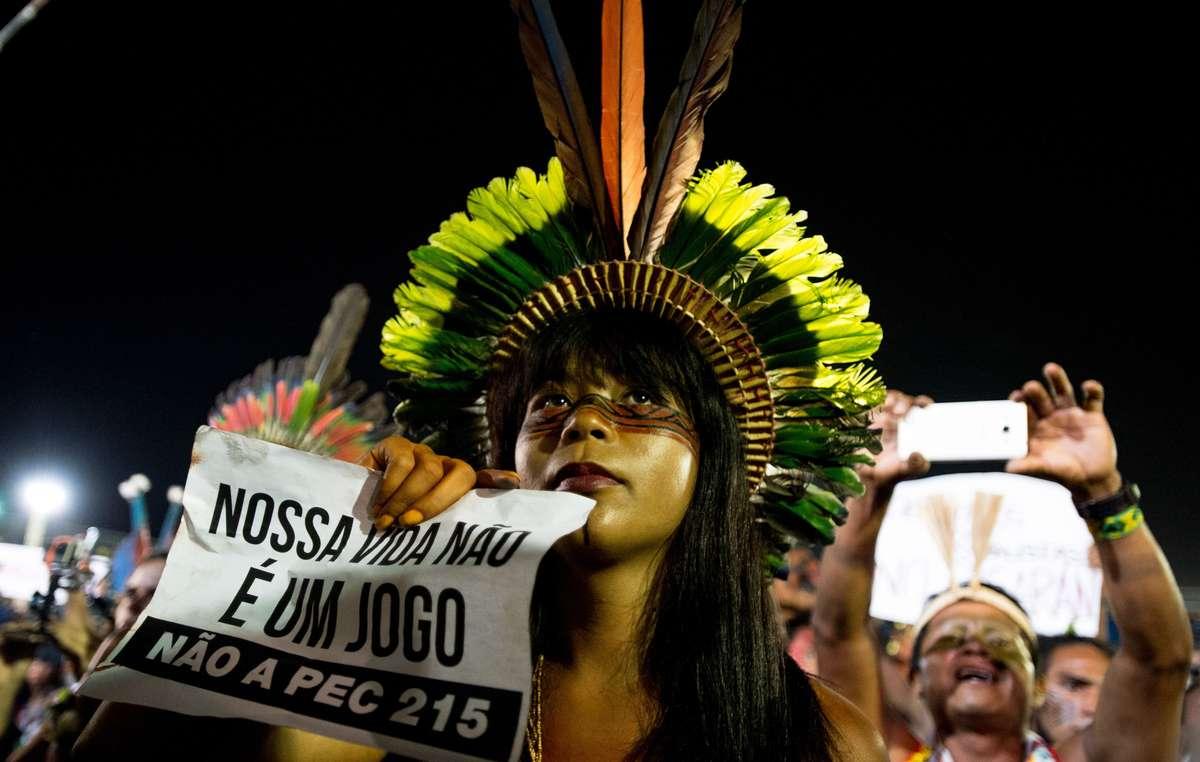 Indígenas brasileiros protestaram durante os primeiros Jogos Mundiais Indígenas