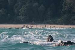 Os indígenas da Ilha Sentinel do Norte sabem que os não-indígenas podem trazer perigos.